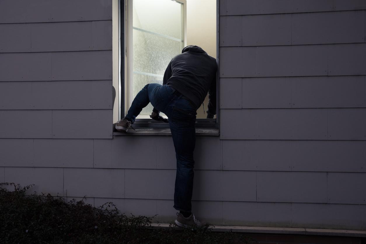 burglar-1539633530233-1539633532070.jpg