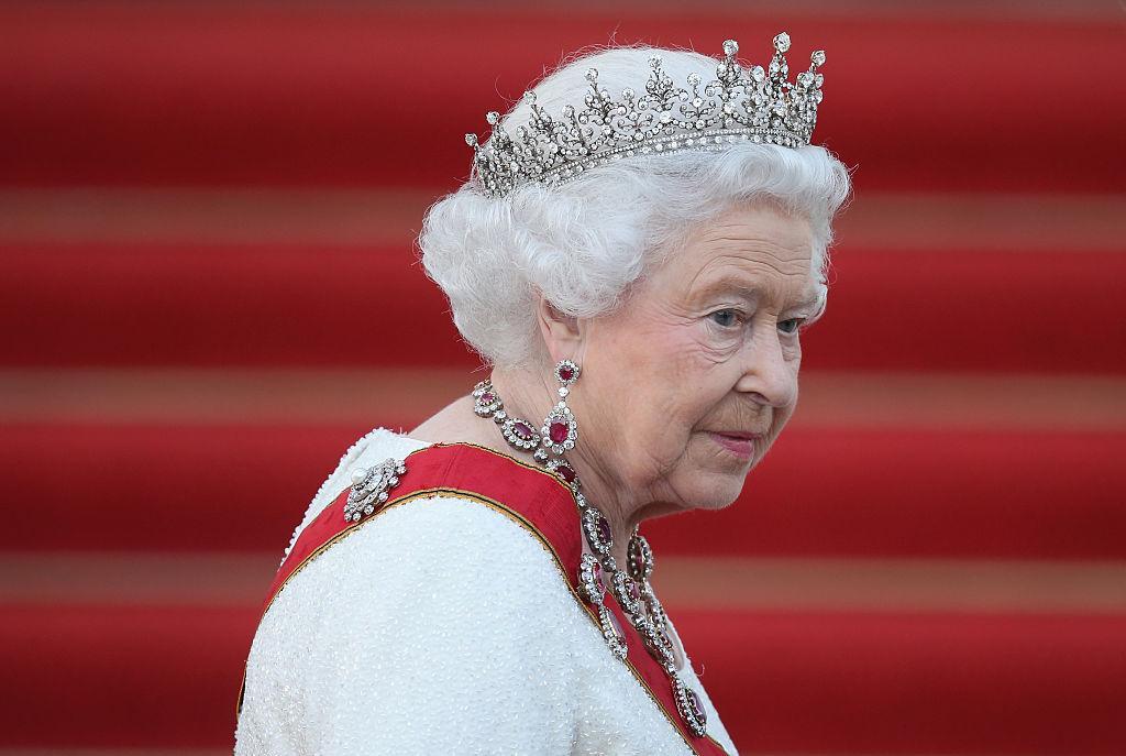 queen-phone-1539894218334-1539895915982.jpg