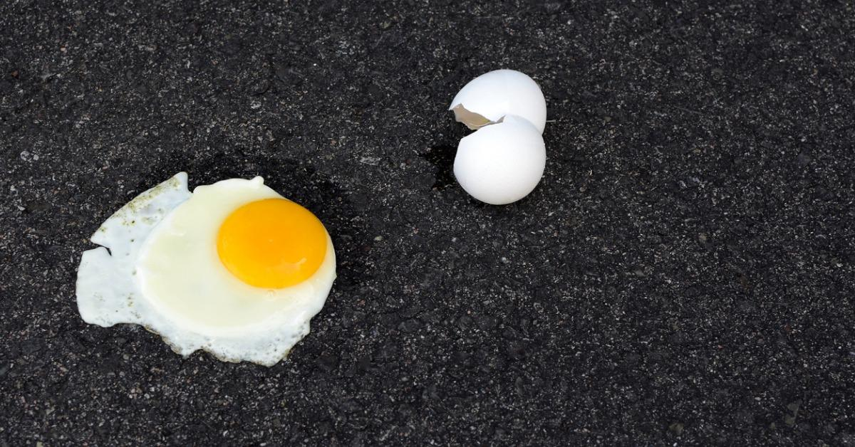 hot-fried-egg-pavement-picture-id546791284-1540407264327-1540407266641.jpg