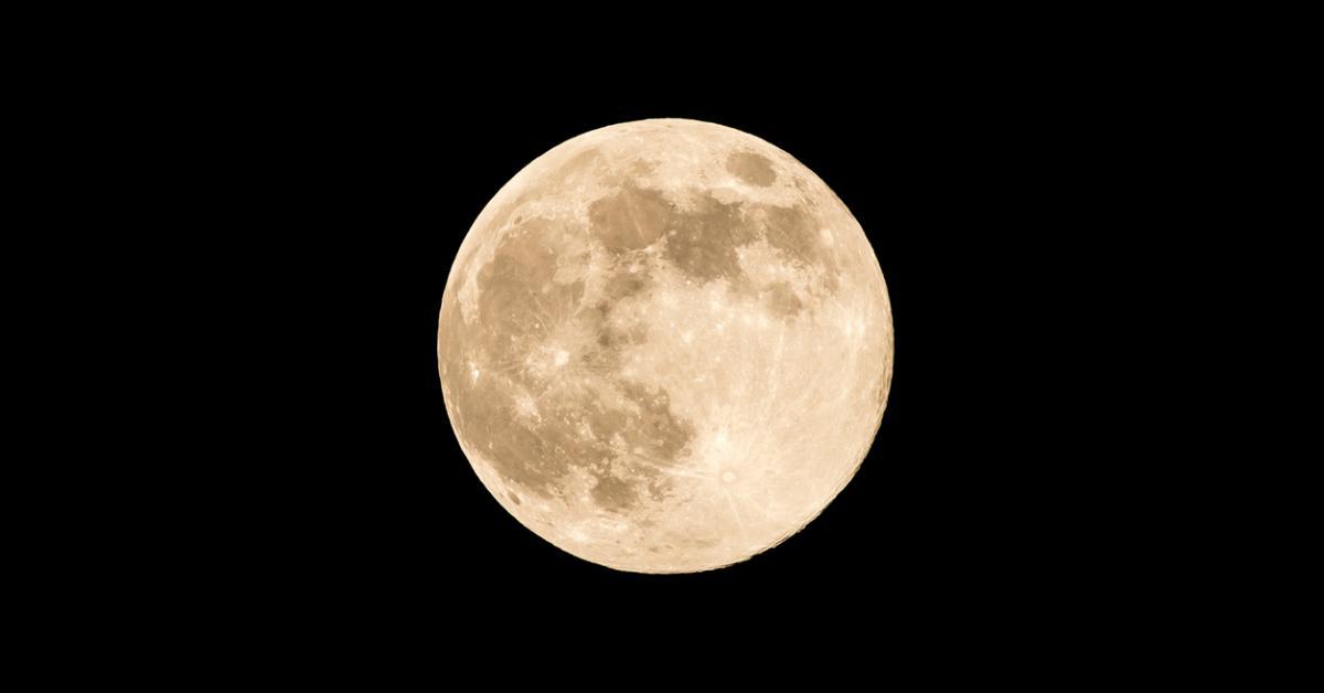 moon-1534348228258-1534348229942.jpg