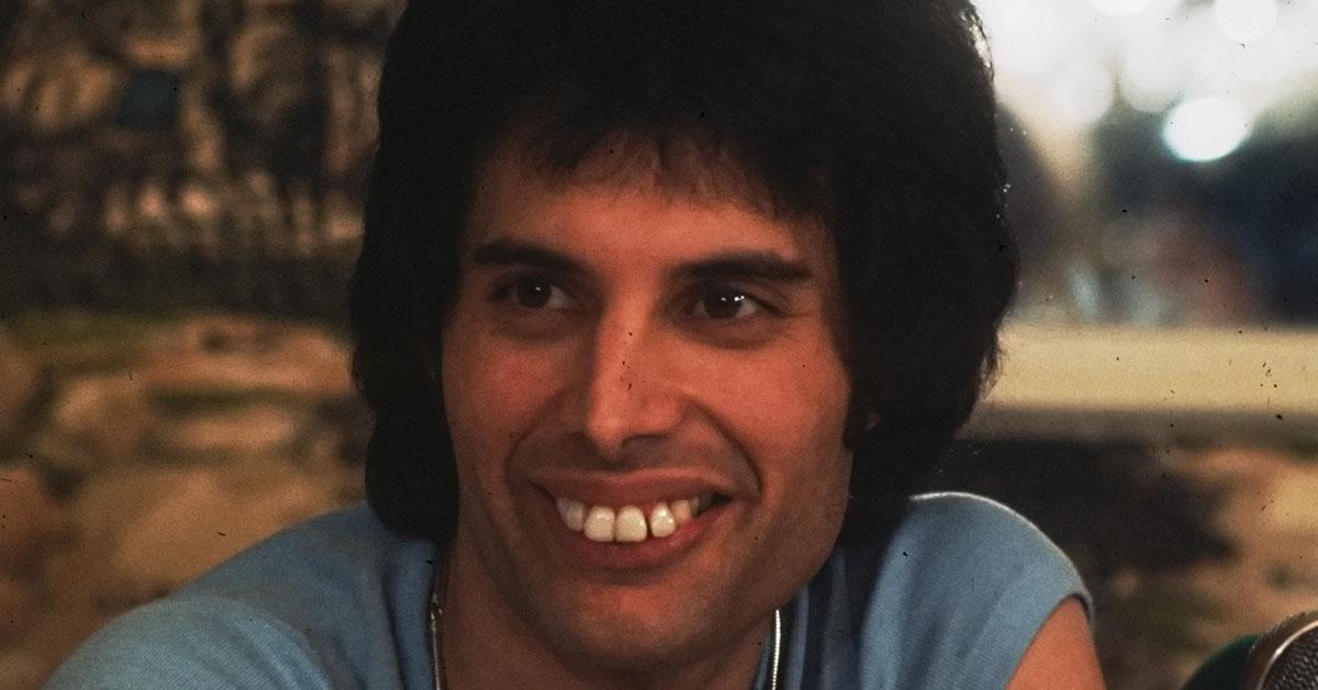 freddie-mercury-teeth-1541170954652-1541170956876.jpg