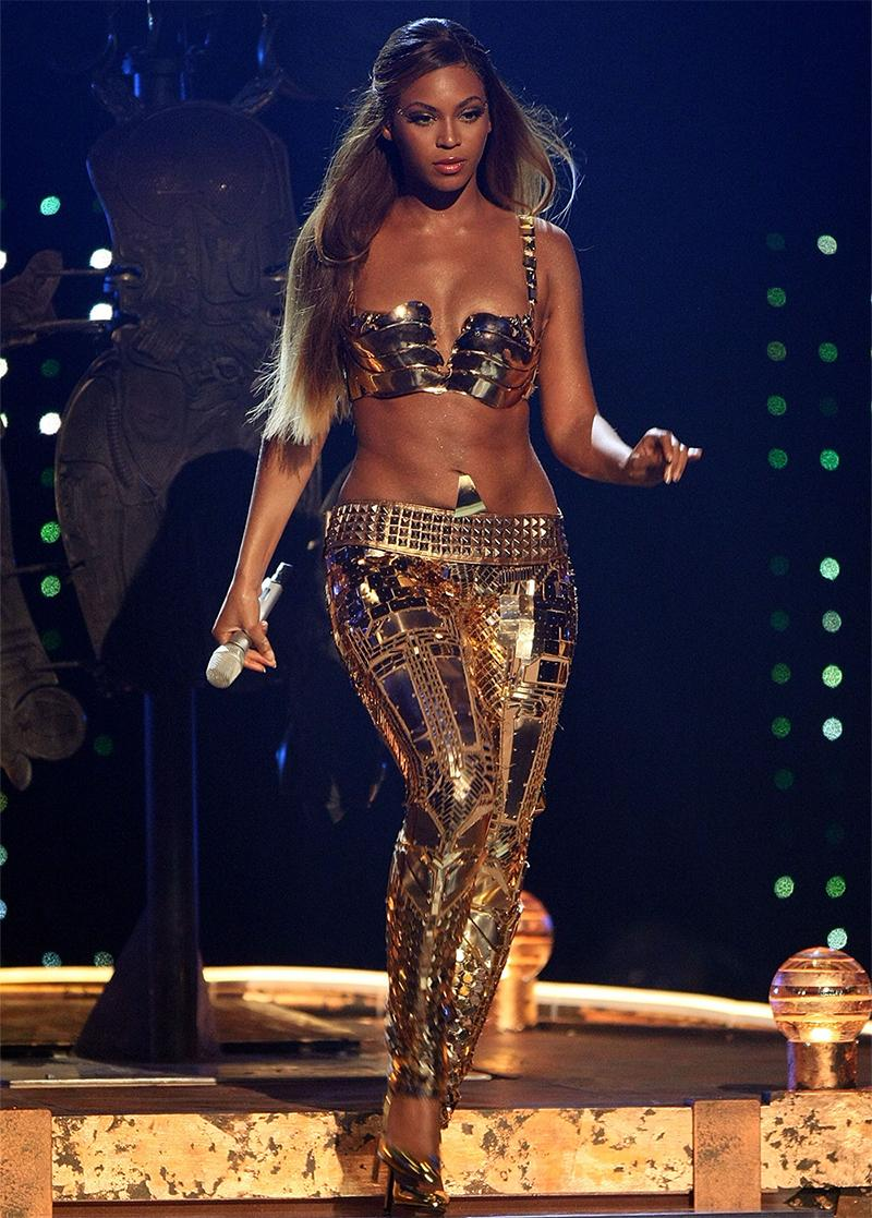 beyonce-gold-leggings-1531774729235-1531774731777.jpg