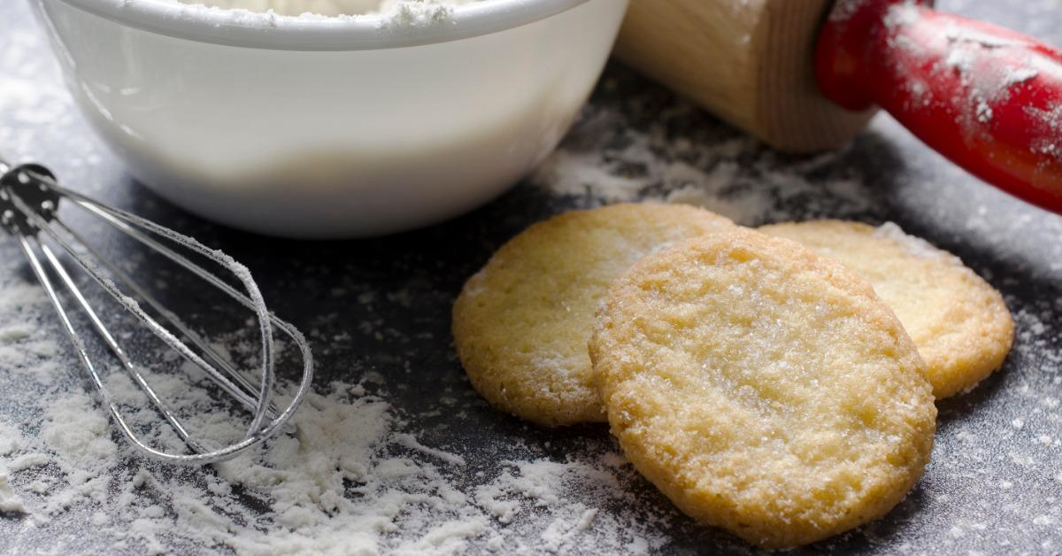 kitchen-scene-with-flour-and-sugar-cookies-picture-id870521784-1539791738453-1539791740632.jpg