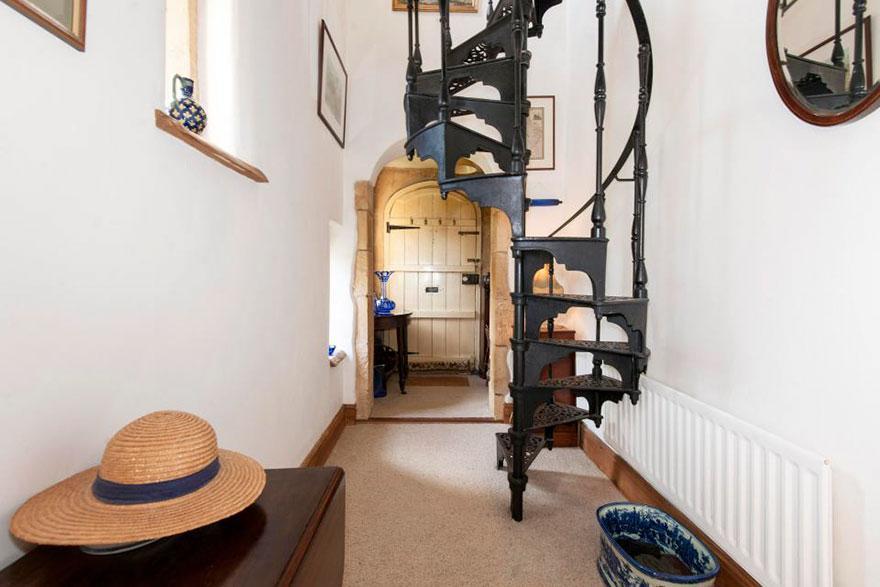 uk-smallest-castle-for-sale-mollys-lodge-10-1491413683304.jpg