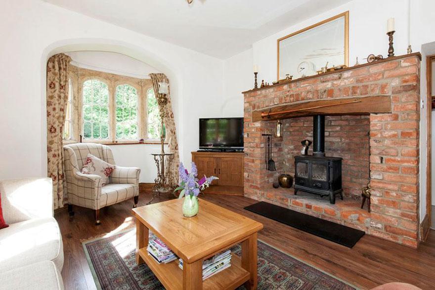 uk-smallest-castle-for-sale-mollys-lodge-9-1491413665218.jpg