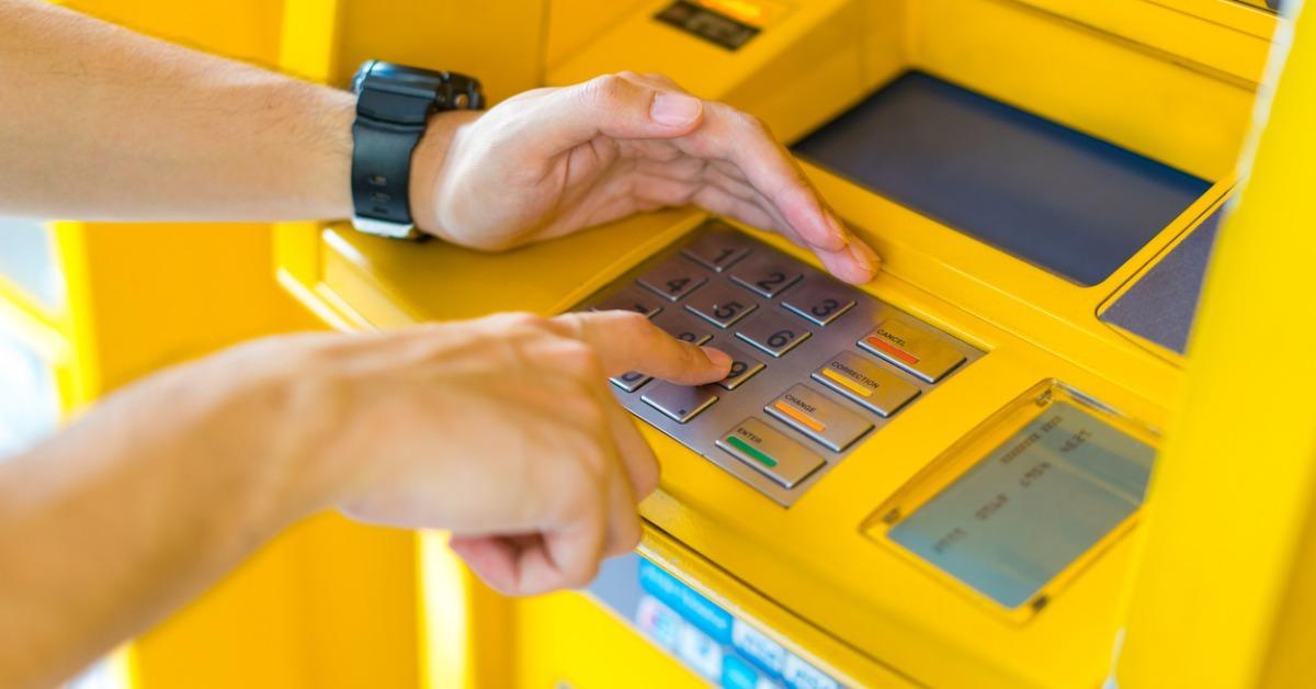 man-covering-his-hands-whilst-entering-his-pin-at-an-atm-picture-id669510086-1536603834962-1536603836765.jpg
