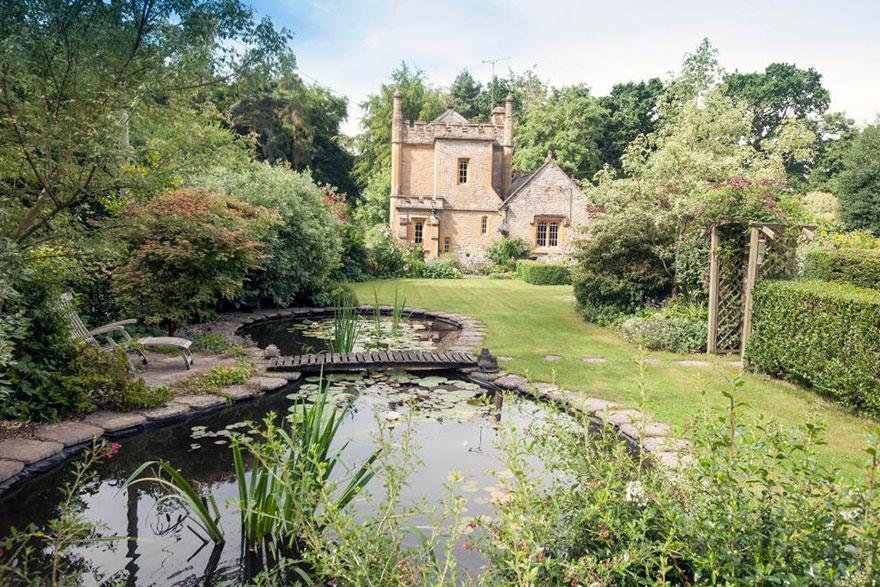 uk-smallest-castle-for-sale-mollys-lodge-8-1491413859735.jpg