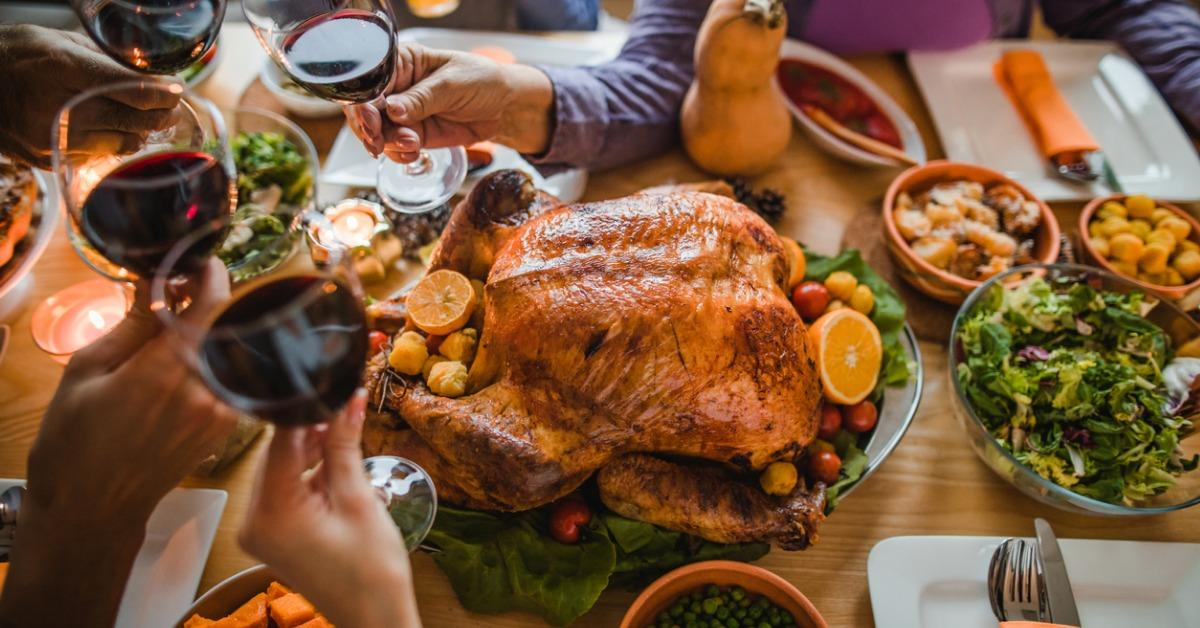 cheers-to-this-great-thanksgiving-dinner-picture-id984007764-1543610318459.jpg