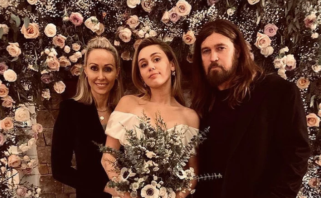 miley-cyrus-liam-hemsworth-wedding-1546009583760.png