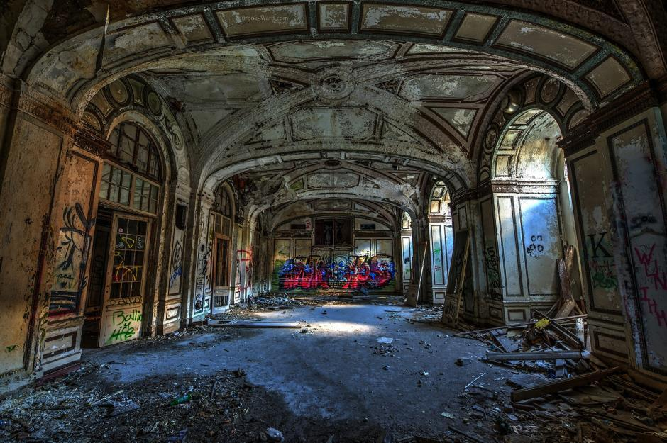 18 Abandoned Hotels You Definitely Won't Want to Stay the