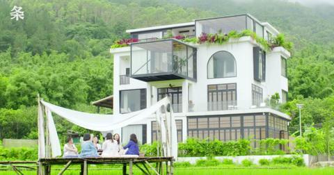 7-friends-mansion-9-1562592062473.jpeg