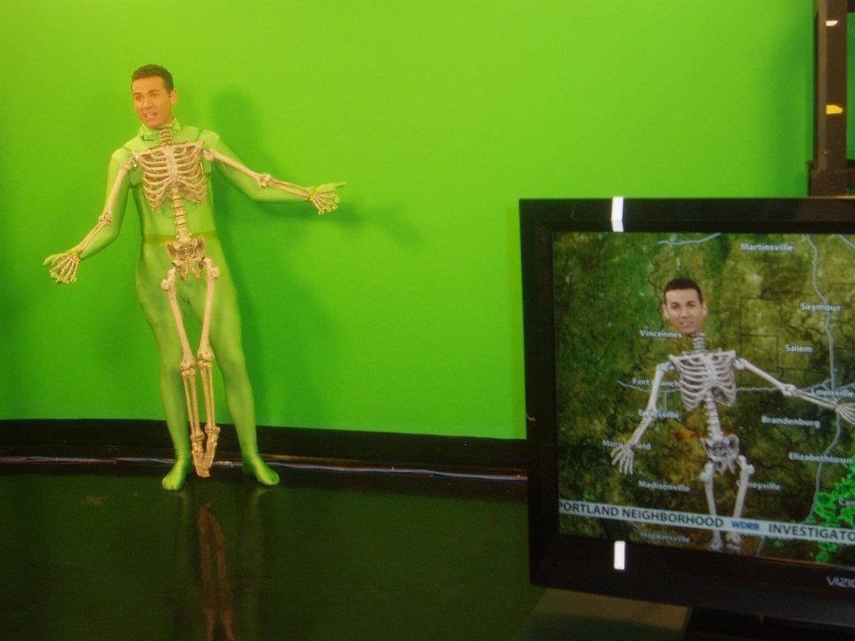 viral-halloween-costumes-weatherman-1572282044300.jpg