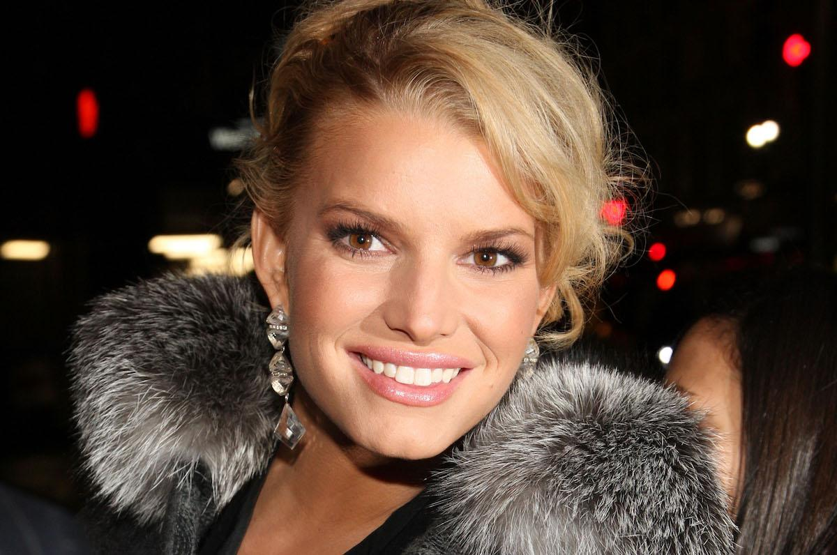 jessica-simpson-teeth-1544473687947.jpg