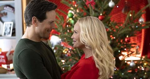 9-christmas-love-story-1575317114895.jpg