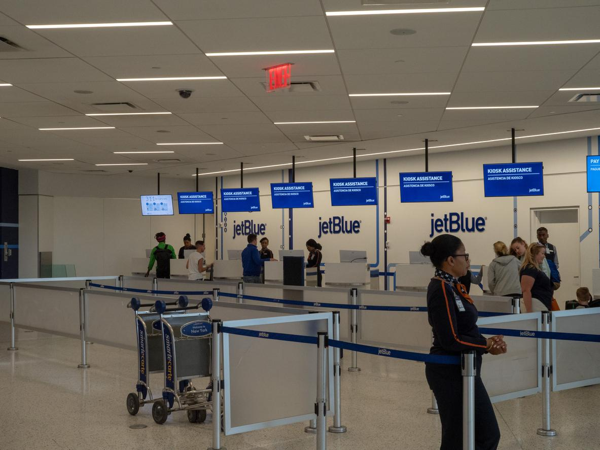 jet-blue-parkinsons-awareness-3-1543352635555.jpg