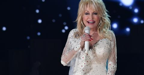 dolly-parton-grand-ole-opry-special-performers-singing-1574802799863.jpg