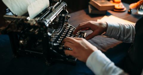 16-typewriter-1557763199140.jpg