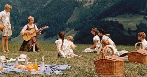 the-sound-of-music-christmas-movie-1576520446564.jpg