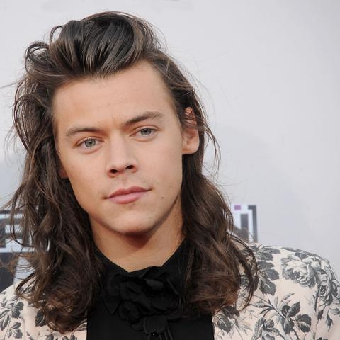 why-does-harry-styles-wear-nail-polish-floral-suit-1576802722443.jpg