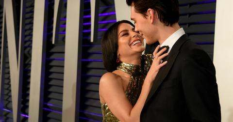 why-did-vanessa-hudgens-and-austin-butler-break-up-laugh-1579047593836.jpg