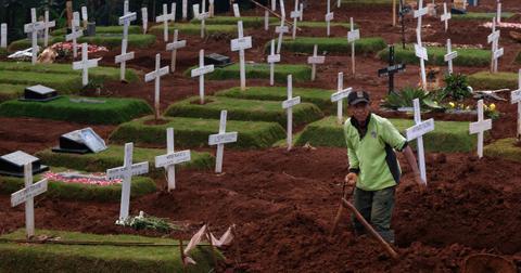 grave-digger-indonesia-1600191855978.jpg