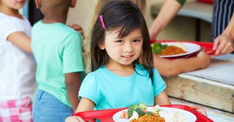 school-cafeteria-take-home-food-1554298183392.jpg
