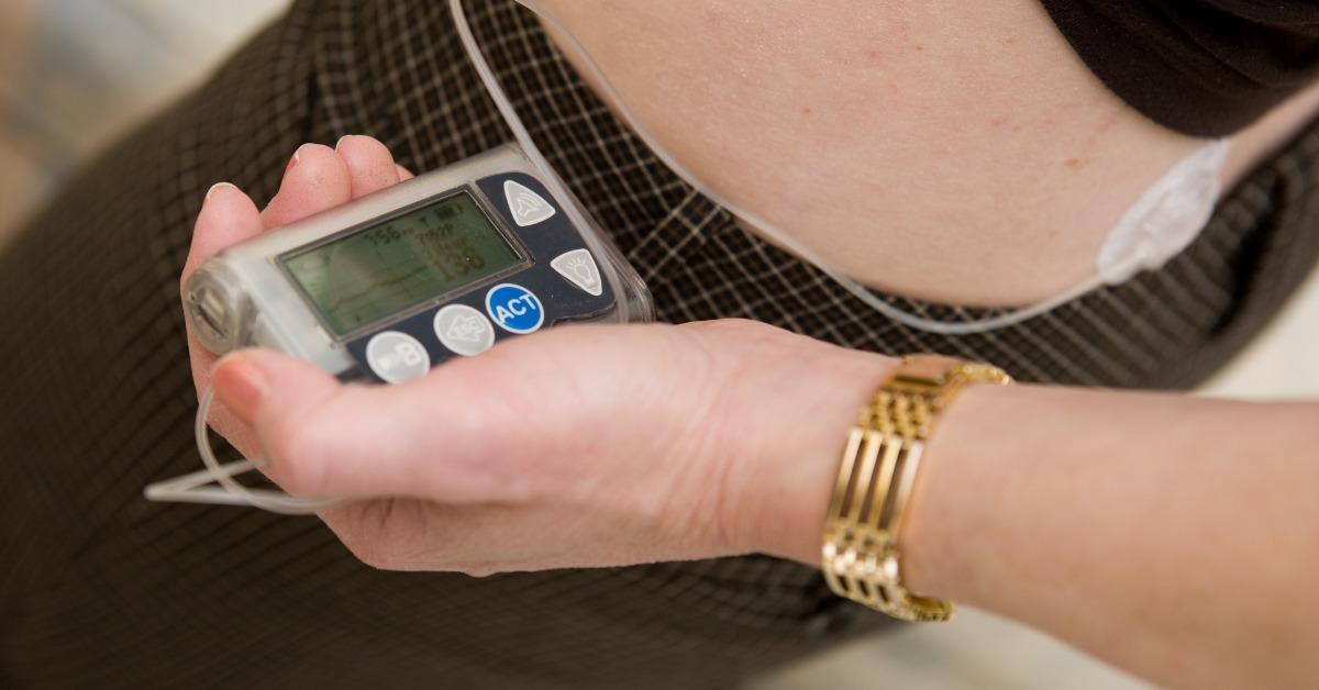 woman-holding-insulin-pump-near-her-hip-picture-id182244525-1550519871857-1550519873665.jpg