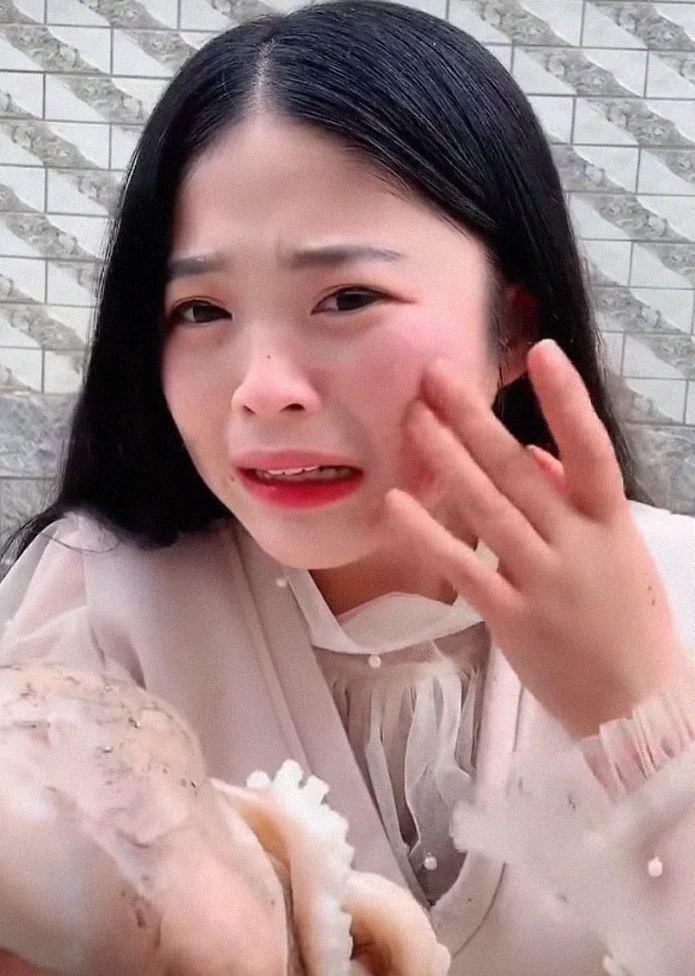 chinese-vlogger-eating-octopus-4-1557324535124.JPG