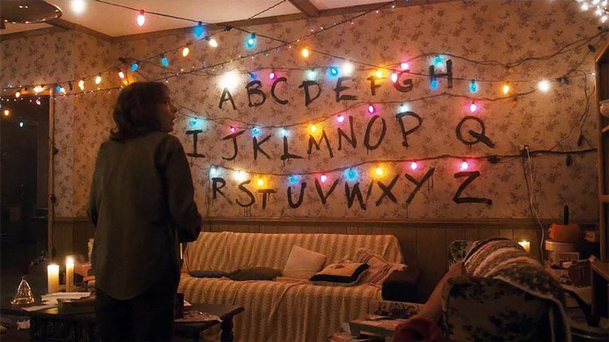 stranger-things-living-room-1559326162037.jpg