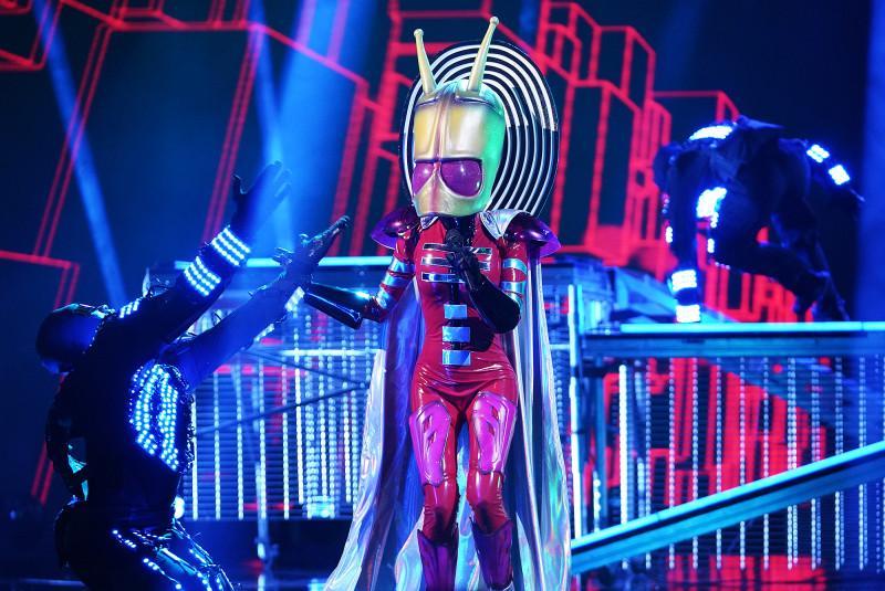 masked-singer-alien-1547659030072.jpg
