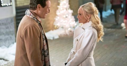 christmas-love-story-1584640090374.jpg