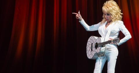 dolly-parton-grand-ole-opry-special-performers-pointing-1574802764905.jpg