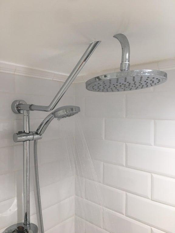 11-bad-bathrooms-1566403483749.jpg