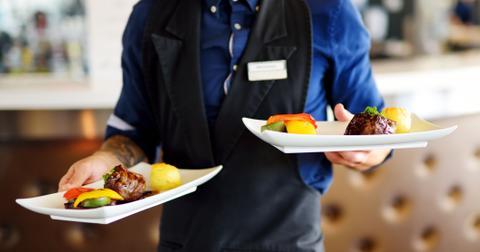 1-waiter-1565109085651.jpg