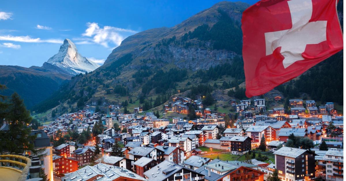 zermatt-village-with-view-of-matterhorn-in-the-swiss-alps-picture-id486574518-1534945939218-1534945941021.jpg