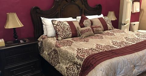 kahn-hotel-1571783355116.jpg