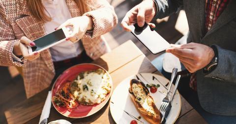 instagramming-your-meal-1562681230619.jpg